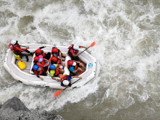 2018赤水河谷国际漂流公开赛鸣锣开赛