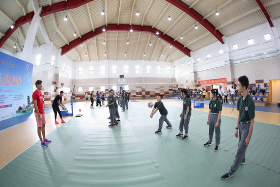普及沙排运动传递阳光精神沙排明星走进吴江校园可爱颂歌词 罗马音