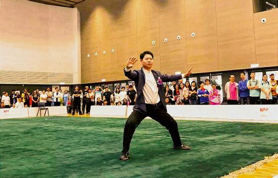 元海太极创始人刘彦英在开幕式上表演