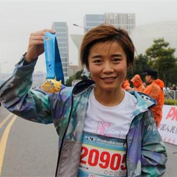 许飞首位完成世界六大满贯马拉松的音乐人