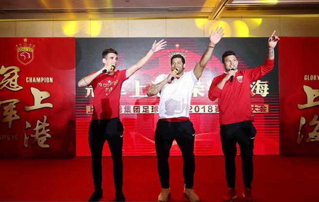 高清:上港举办夺冠庆典仪式 徐根宝出席三巴西外援献歌
