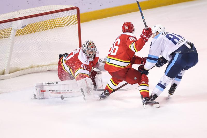 KHL-末节发威四球奇迹扳平 万科龙点球惜败西伯利亚