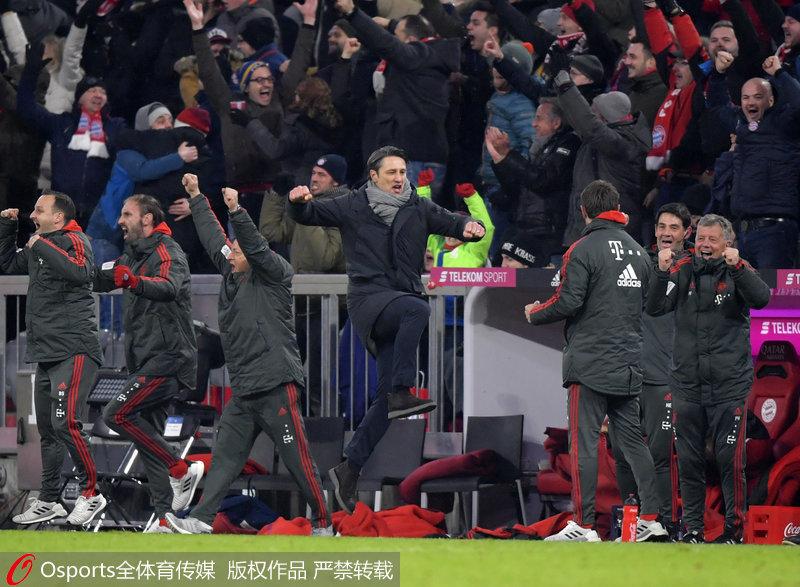 拜仁教练席庆祝进球