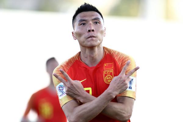 亚洲杯-于大宝救主对手乌龙中国队2-1胜吉尔吉斯斯坦队姊妹花的双重奏