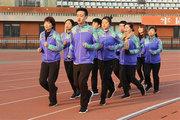 健康路上不掉队 回归初心为梦前行目前,全民健身已经上升为国家战略,大力弘扬体体育精神。跑步展现了人类很多精神,包括耐力、毅力、公平竞争,它是一个力量和美的组合。[详细]