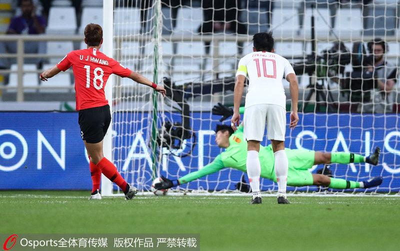 亚洲杯-国足0:2不敌韩国排小组第二 淘汰赛将遭遇泰国北京时间1月16日,亚洲杯C组的榜首大战在中国队与韩国队之间展开。本场比赛,韩国队占据场上优势,孙兴�O造点黄义助主罚命中,之后孙兴�O角球助攻金玟哉头球破门。最终国足0-2不敌韩国,以小组第二晋级,淘汰赛将打泰国队。
