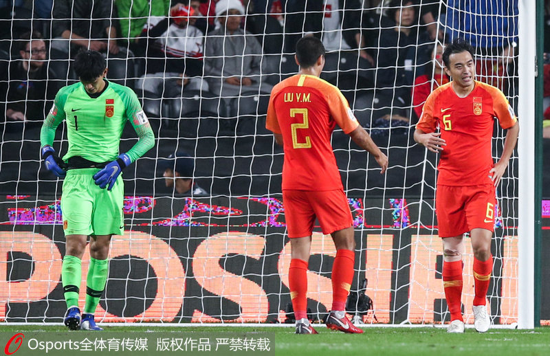 高清:后方三度送大礼 中国完败伊朗止步亚洲杯八强北京时间1月25日凌晨,2019年亚洲杯1/4决赛继续进行,中国队0-3完败于伊朗队,三粒进球都是由于中国队后防线失误造成的。本场比赛结束后,中国队无缘四强,结束了本次亚洲杯之旅。