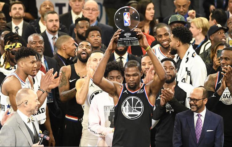 NBA全明星-詹姆斯队上演20分逆转 杜兰特31+7夺MVP