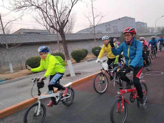 义务修车学雷锋、绿色出行助畅通活动在回龙观镇举行