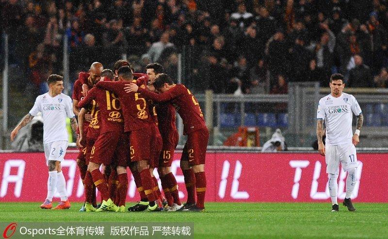 罗马队庆祝进球