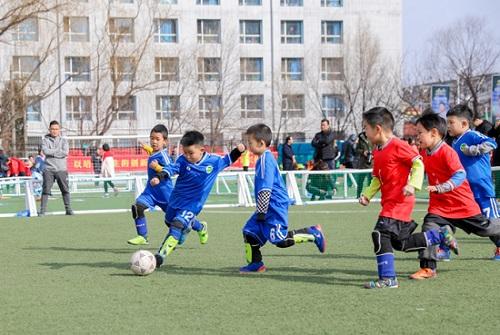 内蒙古举行第五个青少年校园足球日公益活动图片玄机二四天天好彩i