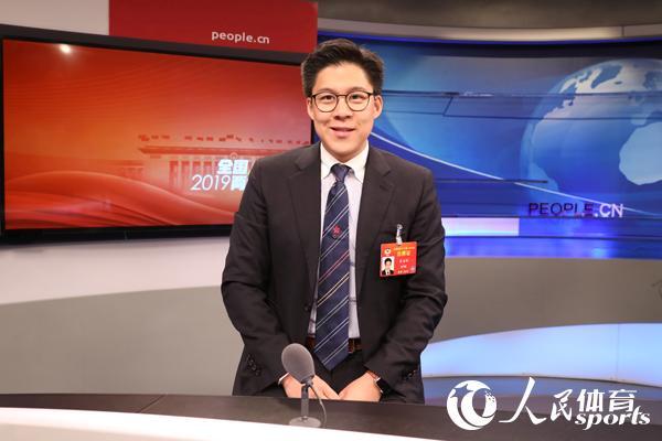 全国政协委员、香港各界青少年活动委员会执行主席霍启刚做客人民网两会访谈节目