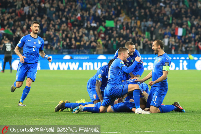 意大利队庆祝胜利
