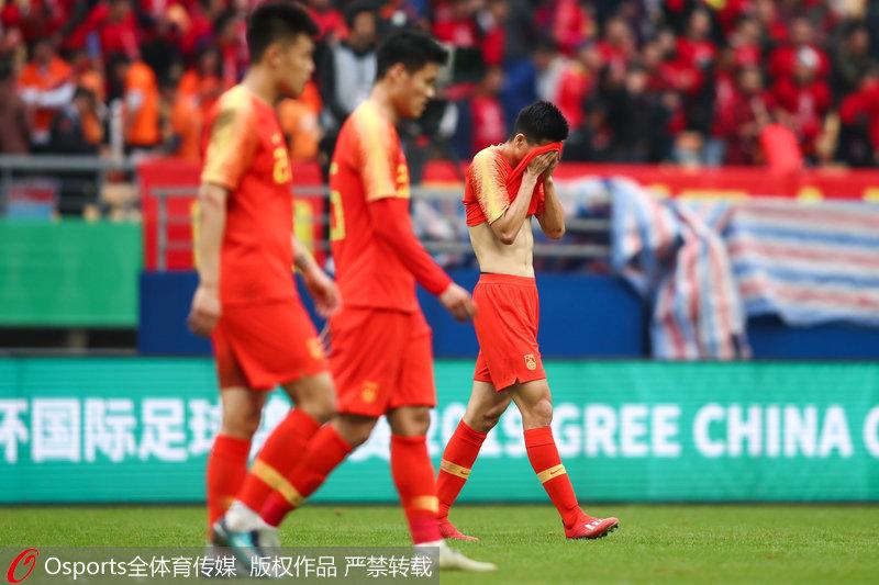 中国杯-韦世豪粗暴放铲 国足0:1不敌乌兹别克最终排名垫底