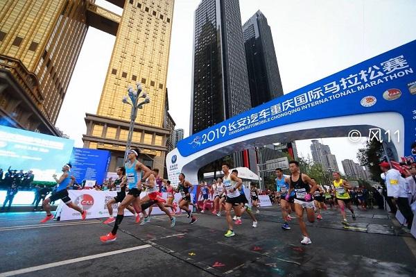 2019重庆马拉松激情开跑国内选手再创佳绩