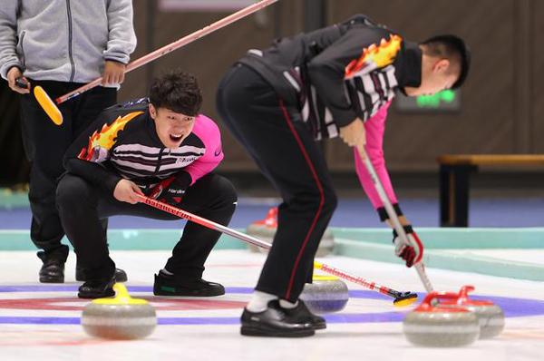全国冰壶冠军赛打响16支队伍展开激烈角逐