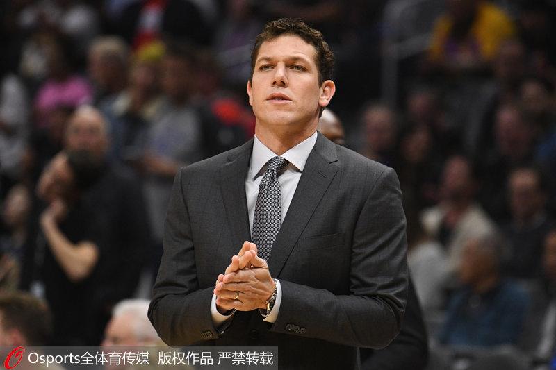 官宣:洛杉矶湖人正式解雇主教练卢克・沃顿