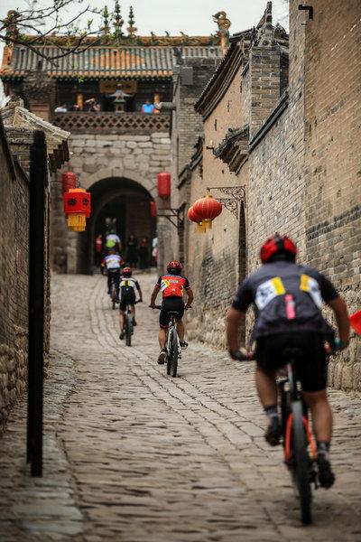 山西张壁古堡举办首届山地自行车公开赛