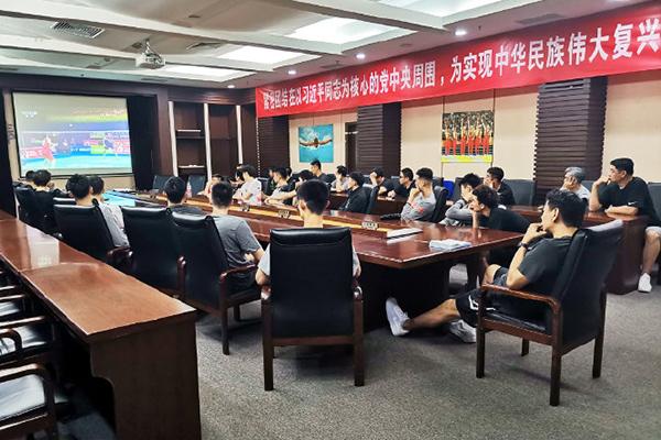 中国男篮集训队20人集结完毕 军训四天增强球队战斗力