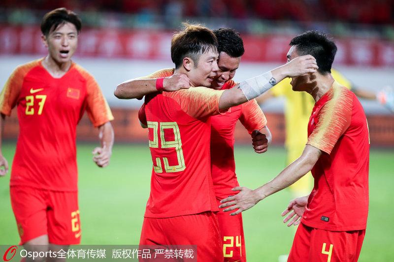 中国男足庆祝进球