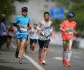 马拉松让中国与世界相连        中国马拉松将激情与活力展现在世界面前,世界也看到了中国城市建设、体育发展迸发的朝气。
