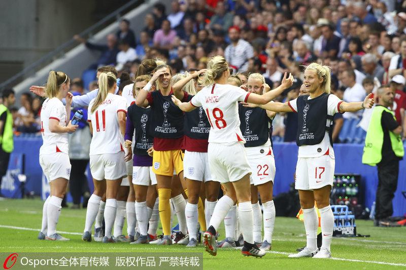英格兰队庆祝晋级