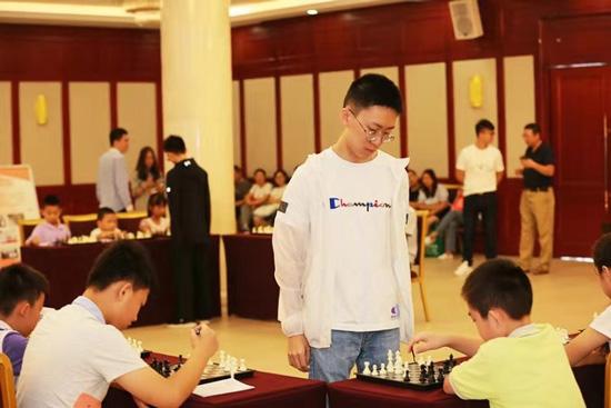 推动项目普及国际象棋新人王赛举行大师车轮战破茧天魔2