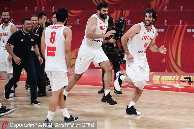伊朗队员喜笑颜开