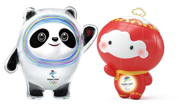 """北京2022年冬奥会""""冰墩墩""""(左)、冬残奥会吉祥物""""雪容融"""""""