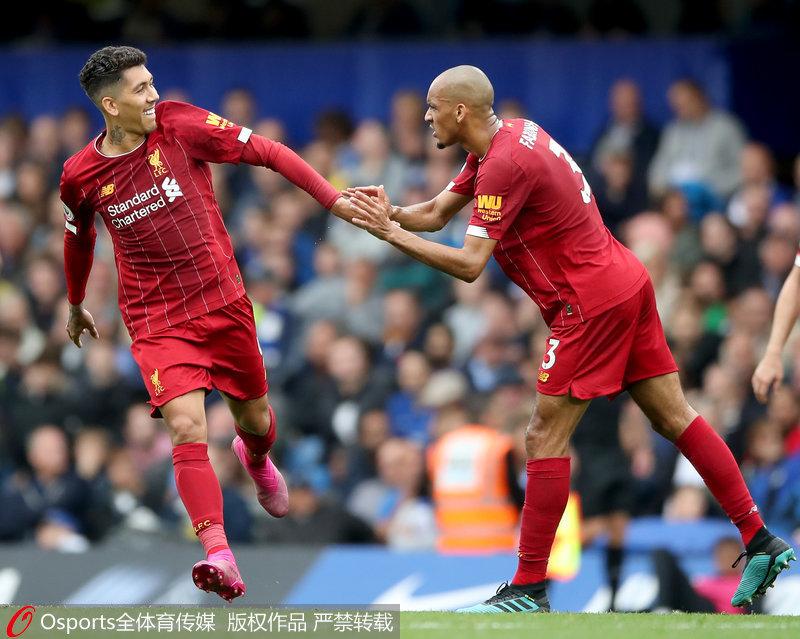 菲尔米诺(左)与法比尼奥庆祝进球