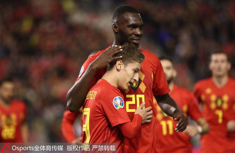 比利时队庆祝进球