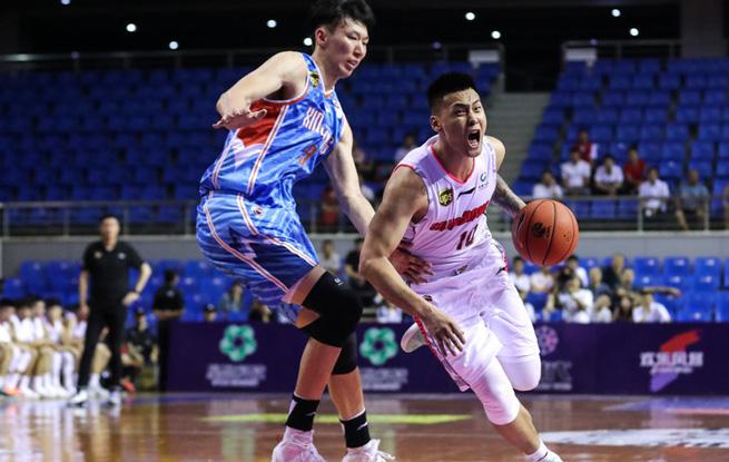 CBA季前赛-赵睿35分 广东宏远111-109险胜新疆男篮