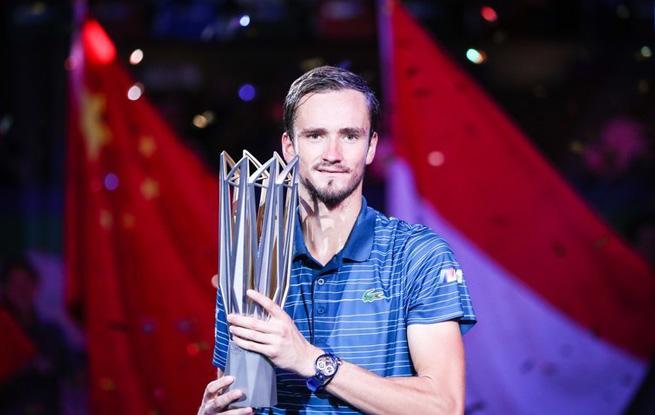 高清:ATP上海网球大师赛 梅德韦杰夫2-0胜兹维列夫夺冠