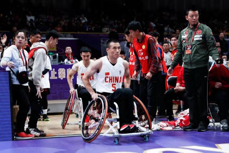 """CBA你我TA""奉献爱心轮椅篮球国手亮相CBA赛场"