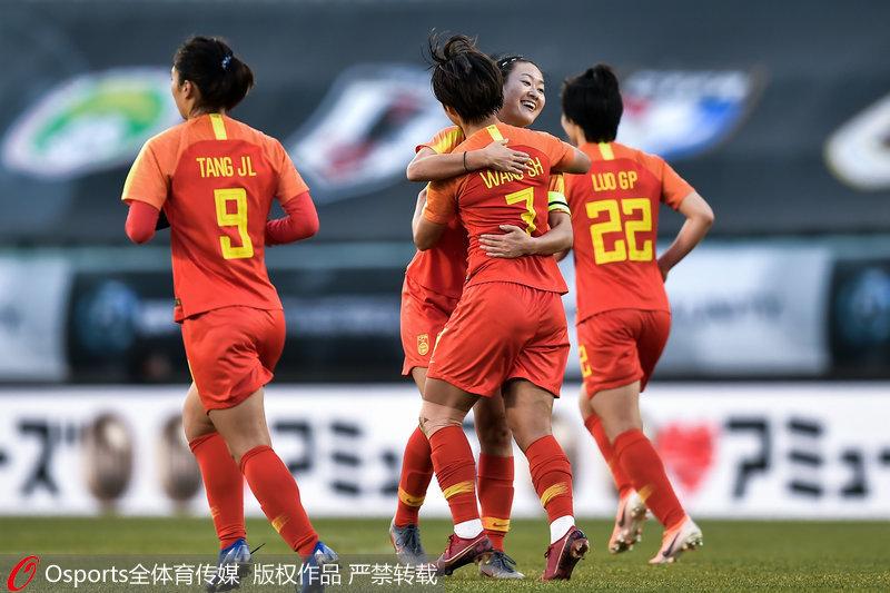 中※国女足庆祝进球
