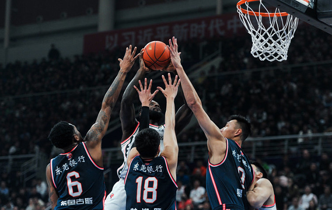 CBA-马尚・布鲁克斯砍下44分 率领广东队105:95战胜辽宁队