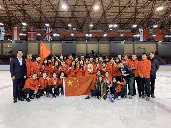 中国队以4-2战胜韩国队 夺得国际冰联女子U18冰球世锦赛甲级B组铜牌