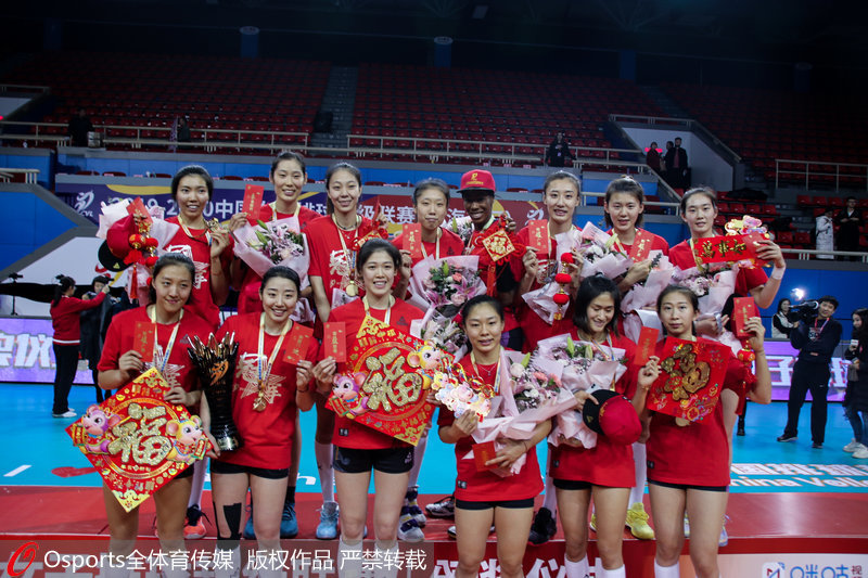 高清:天津女排夺联赛第12冠 朱婷职业生涯首夺联赛冠军