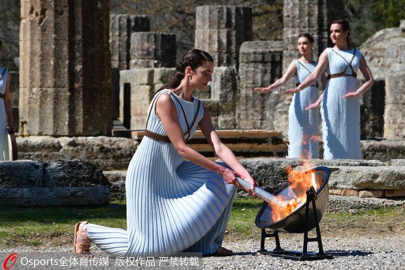 高清:2020东京奥运会圣火采集仪式在希腊举行