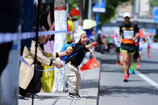 中国马拉松摄影大赛人文公益优秀作品赏析:为美好瞬间停留