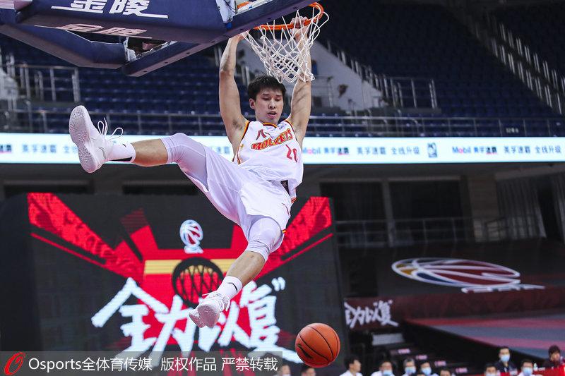 高清:八一男篮众志成城83-76战胜新疆队收获复赛首胜