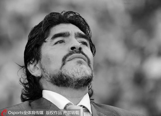 """""""一代球王""""马拉多纳去世世界足坛缅怀传奇"""