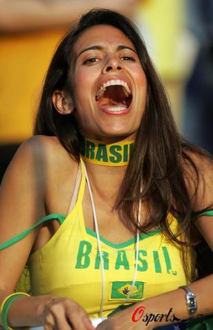 组图:美女助阵巴西法国之战