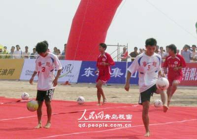 性感宝贝助阵 06沙滩足球嘉年华青岛举行 (4)