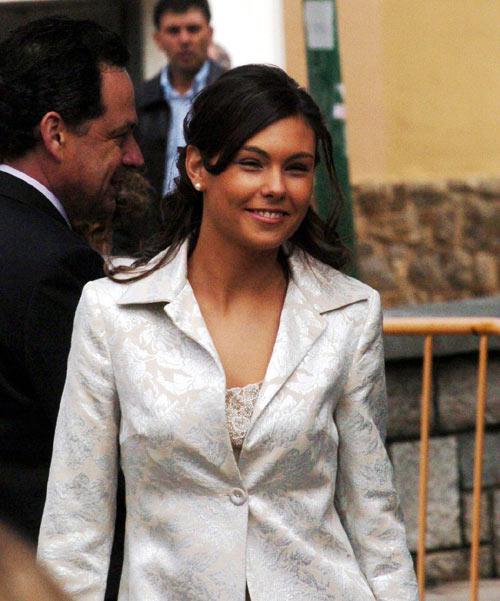 组图阿隆索被曝与性感女歌星相识10日即结婚
