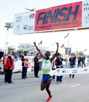 万吉鲁海牙半程马拉松赛夺冠