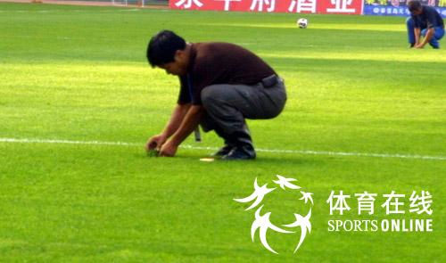 """今天""""好运北京""""2007国际女子足球邀请赛在秦皇岛奥体中心开球"""