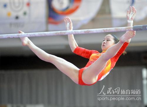 [组图]大运会体操女子高低杠